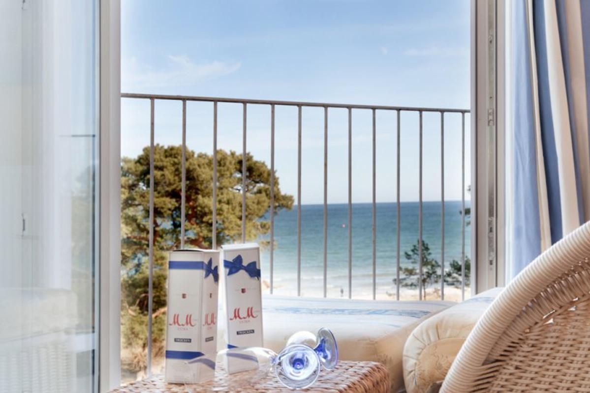 fewo meerblick direkt am strand ferienwohnung in binz mieten. Black Bedroom Furniture Sets. Home Design Ideas