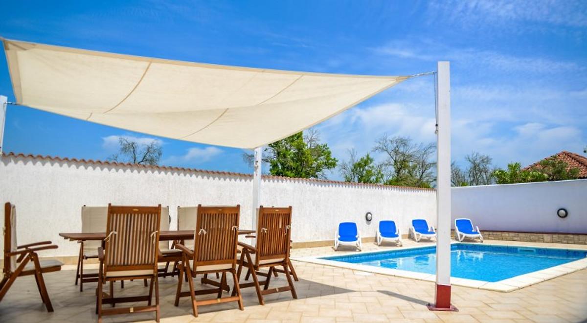 ferienhaus mit pool f r ferien ferienhaus in pula mieten. Black Bedroom Furniture Sets. Home Design Ideas