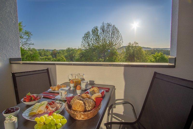 Frühstück in der Loggia bei Sonnenaufgang