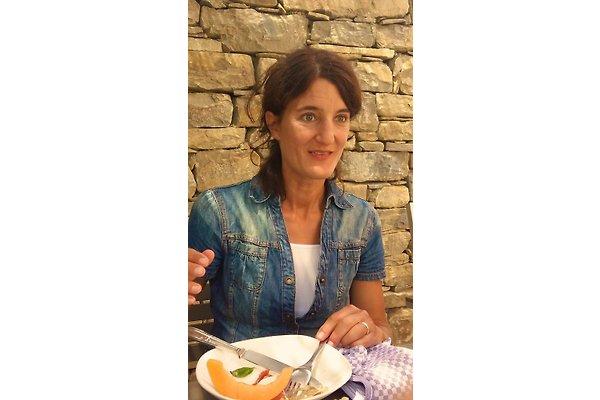 Frau M. Fararuni