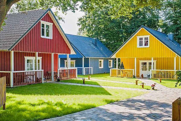 Ferienhaus im Schwedenstil  am See in Zetel - Bild 1
