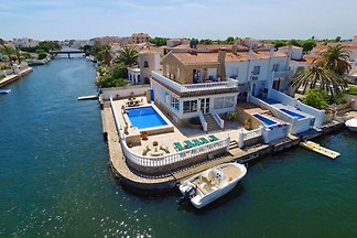 DREAM VILLA LADY Gisa with beautiful 
