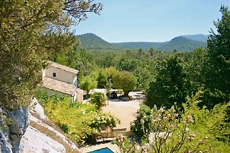 Country house in Provence, pure nature, in an oasis of tranquility. Swimming pool with large terraces, BBQ, Sauna, 8 persons, sole use of 11 hectares