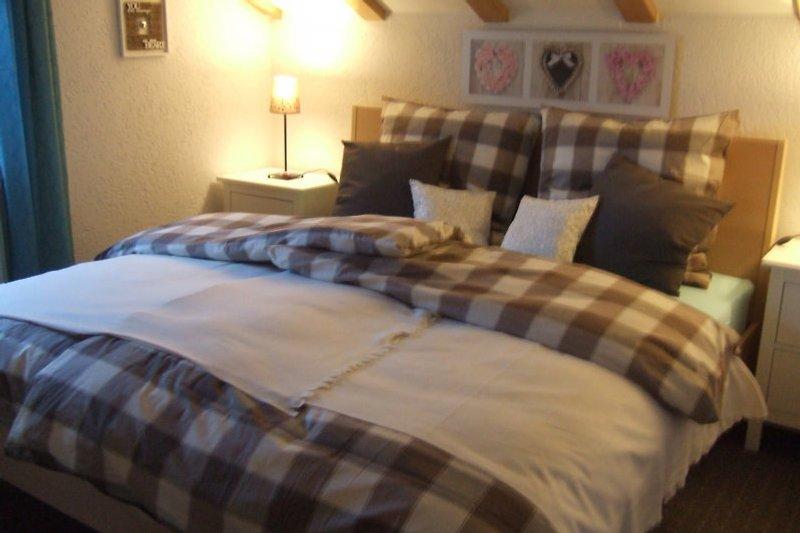 Gut schlafen auf guten Matratzen ... Schlafzimmer mit Doppelbett