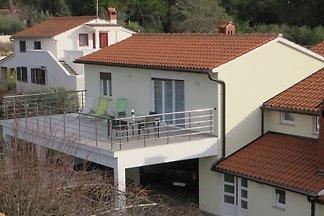 Apartamento de 3 + 2 con una gran terraza