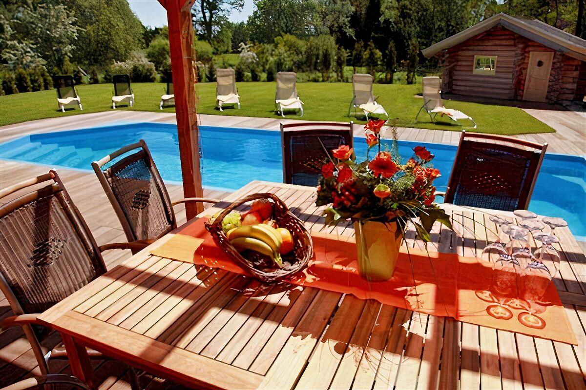 Luxusvilla mit pool  Luxus Villa mit Pool nahe Berlin - Ferienhaus in Schöneiche mieten