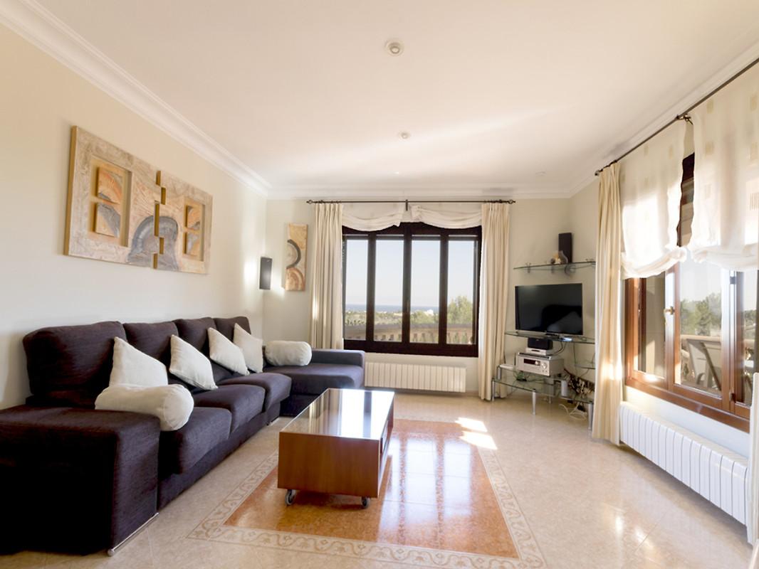 moderne familienvilla ferienhaus in son servera mieten. Black Bedroom Furniture Sets. Home Design Ideas