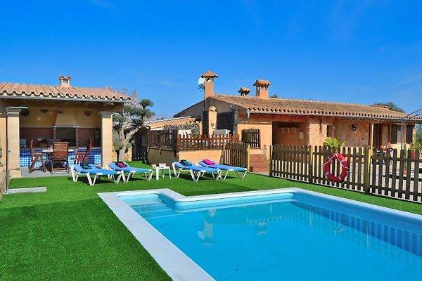 Toller Blick auf Pool & Haus