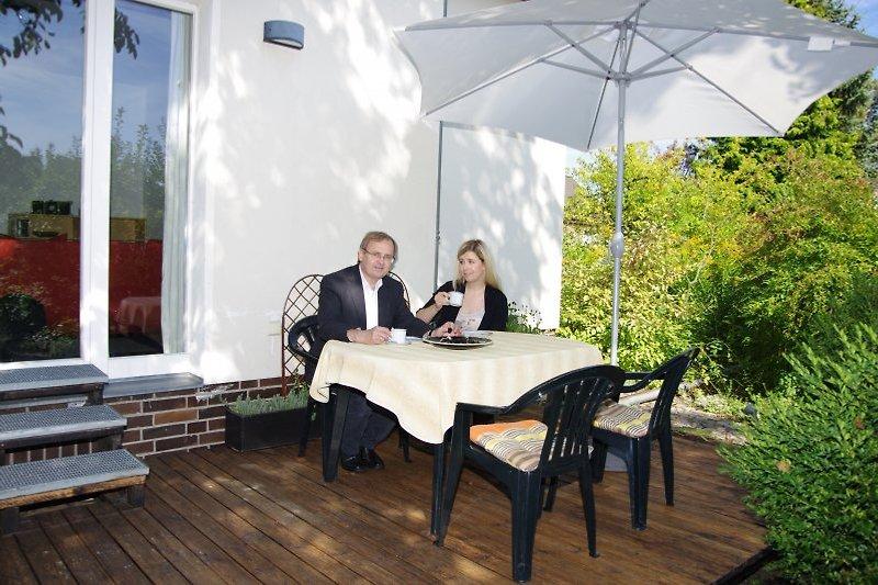 Erholung auf der Terrasse mit Blick auf den Garten