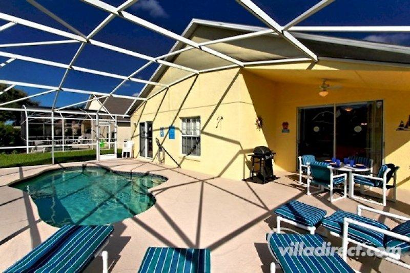 Terrasse mit eigenem Pool