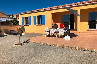 The house is a spacious 3 bedroom villa (Non smoking) with 110 m2 for 5-6 persons with large terrace, garden and parking space in Leucate Village, ideal for families.