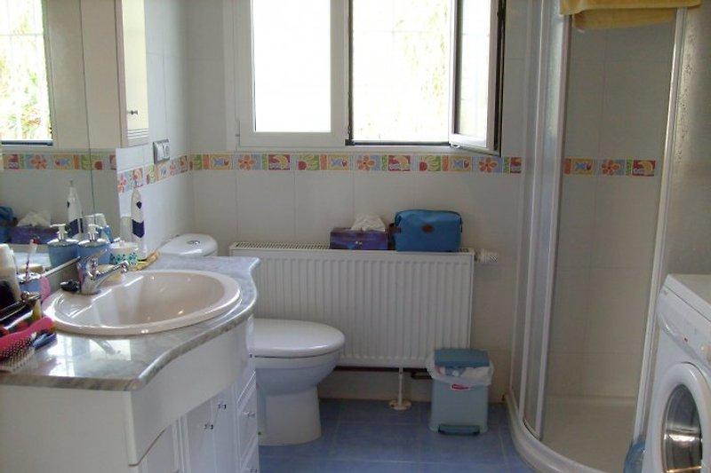 Eltern-Bad mit Waschmaschine