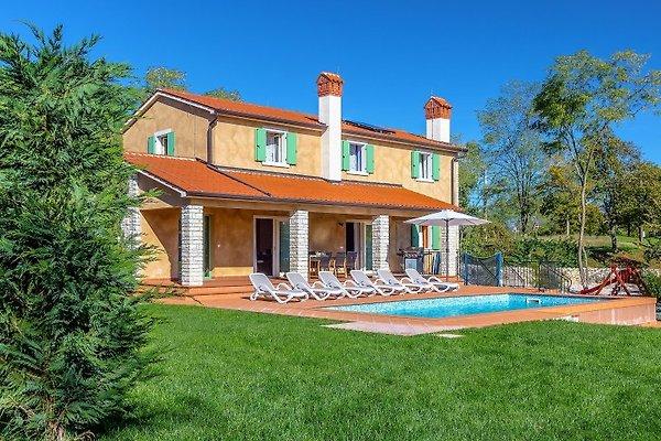 Villa de terracota en Nedešćina - imágen 1