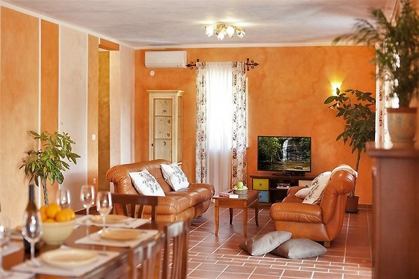 villa terracotta ferienhaus in nede ina mieten. Black Bedroom Furniture Sets. Home Design Ideas