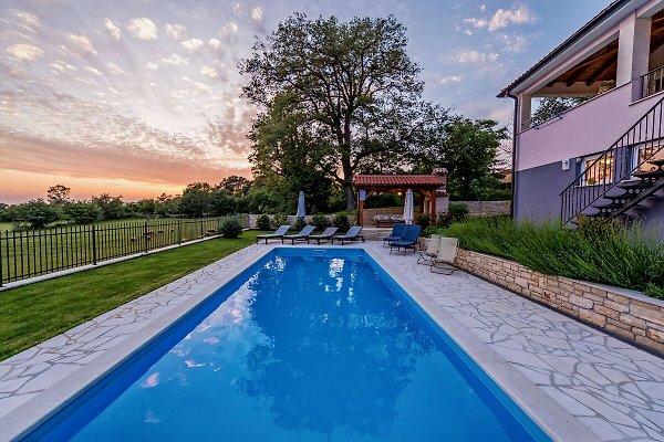Villa Vesna en Tinjan - imágen 1