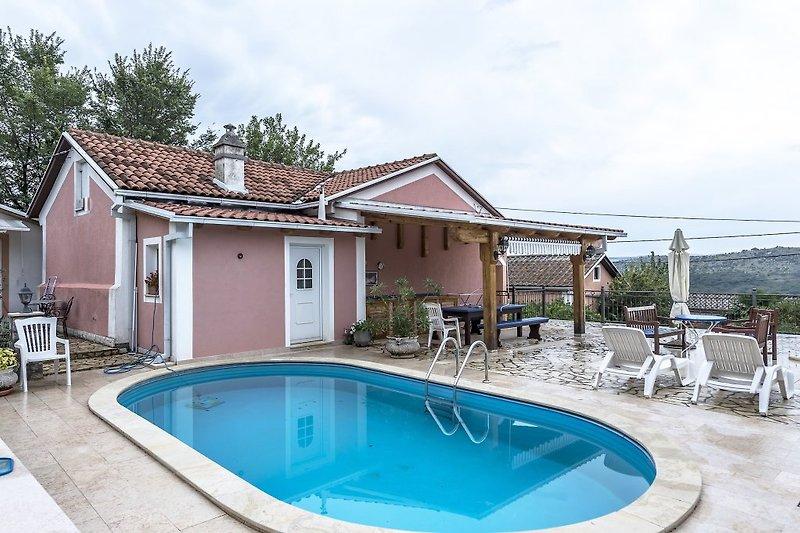 Villa Bribirka mit Pool