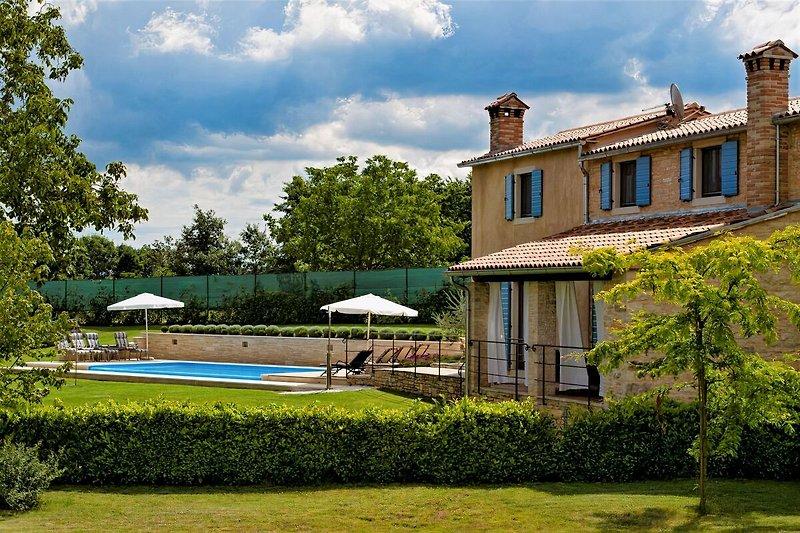 Villa Jezenj ****