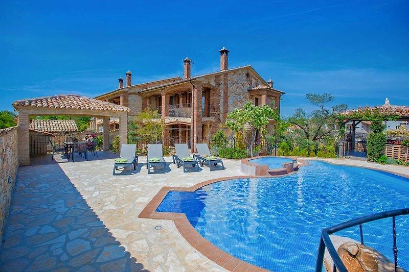 Villa Manuel