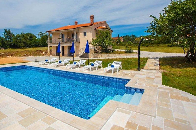 Ferienwohnung Rossana mit Pool