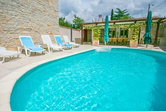 Ferienhaus Rajka mit Pool
