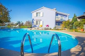 Valtura avec piscine