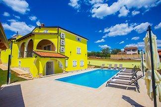 Moderne Wohnung mit gemeinsamen Pool für bis zu 5 Personen