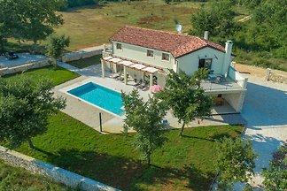 Neu erbaute Villa in Alleinlage mit Pool in der Nähe von Rovinj für 8-10 Personen