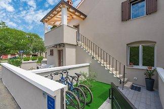 Schön eingerichtetes Apartment mit Meerblick in der Nähe der Olivenhaine in Porec