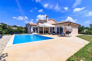 Villa Davide mit Beheiztem Pool