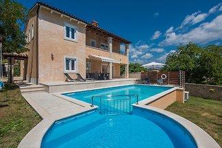 Villa Sandra mit beheiztem Pool