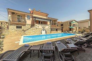 Noemi II - Villa Valtrazza