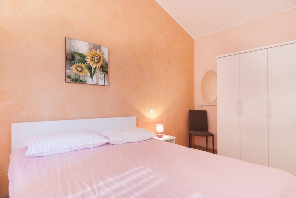 Villa paris iv casa vacanze in tinjan affittare for Piani casa a prezzi accessibili 5 camere da letto