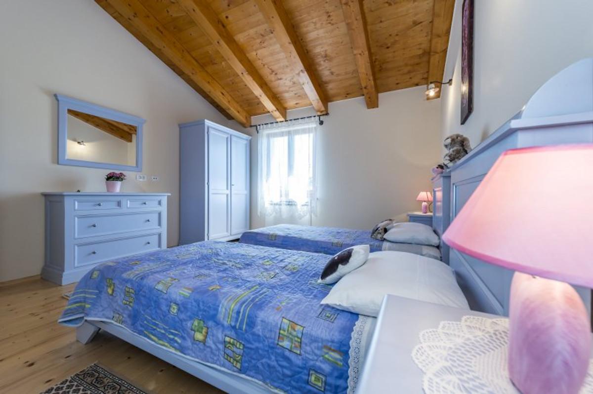 Villa anita hrboki casa vacanze in barban affittare for Piani di casa con 5 camere da letto con stanza bonus