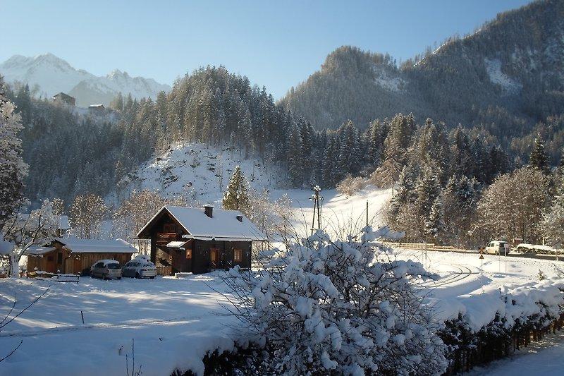 Hütte mit Umgebung