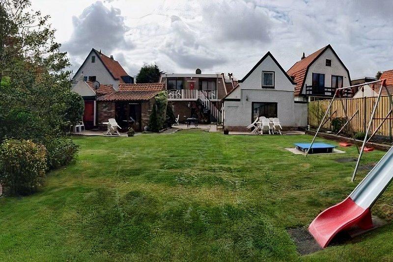 Gartenansicht (La Casa rechts)