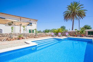 Located in Llubí, in the center-north of Mallorca, this beautiful property has a swimming pool and accommodation for 4 people.