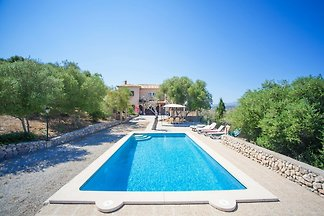 Spacious house with private pool situated in Artà, a few kilometers from the beach. It can comfortably accommodate 10 people.