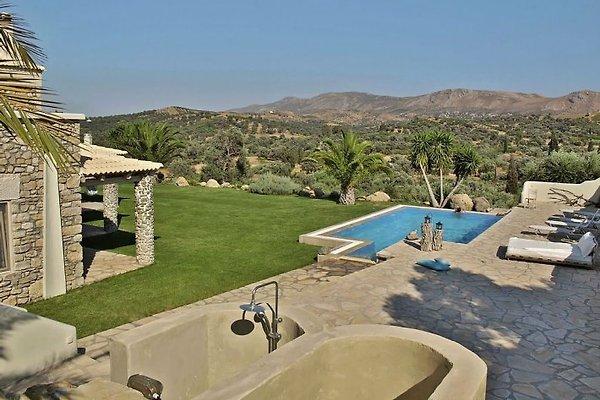Luxury villa armonia zwembad vakantiehuis in pitsidia huren for Zwembad thuis prijzen