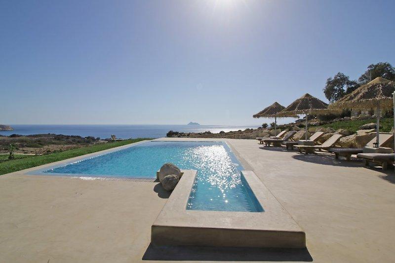 Blick vom Pool von Villa am Strand Komos
