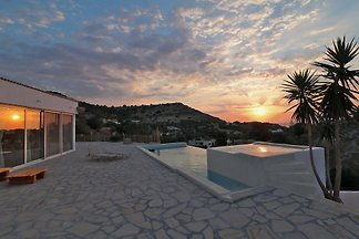 New Stone Villa with Pool, Pitsidia
