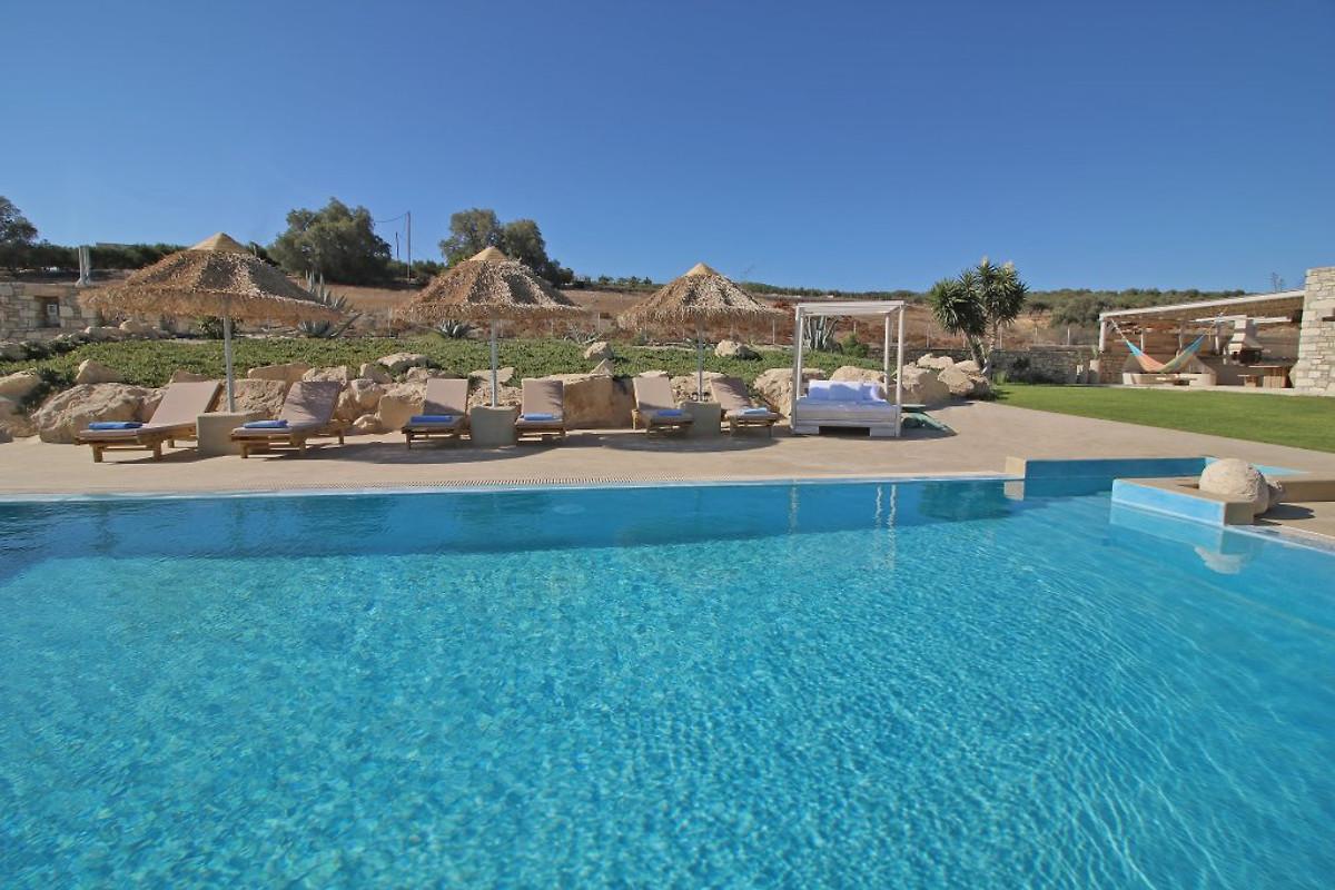Luxe villa op het strand komos vakantiehuis in pitsidia huren