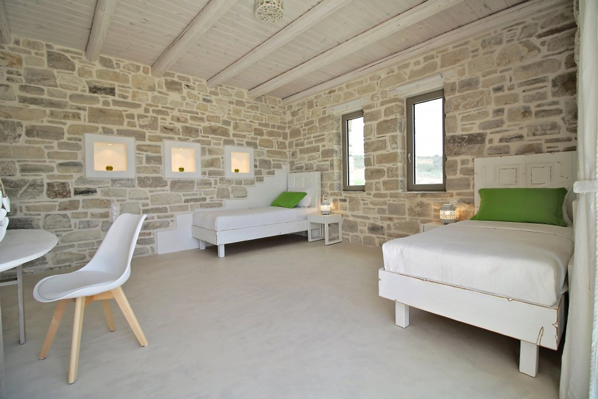 Neue luxus villa komos am strand ferienhaus in pitsidia for Schwimmpool preise