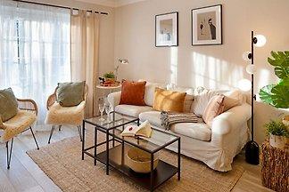 Großes familienfreundliches Appartement für bis zu 6 Personen in Strandnähe. Borlis Perle besticht durch eine stilvolle Einrichtung und eine Sonnenterrasse mit Strandkorb.