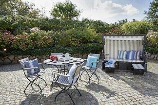 großzügiges Feriendoppelhaus mit großem Garten - Strandkorb, Tischtennisplatte und Gartenmöbeln - 30m vom Strand entfernt