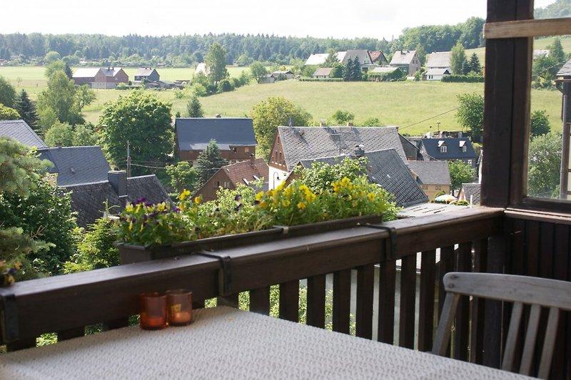 Blick vom überdachten Balkon