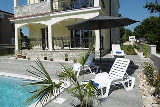 Villa Luka Apartamento rojo con piscina