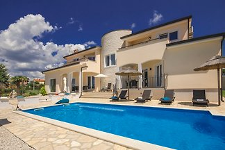 Magical villa with perfect sea-gaze and very best provision.