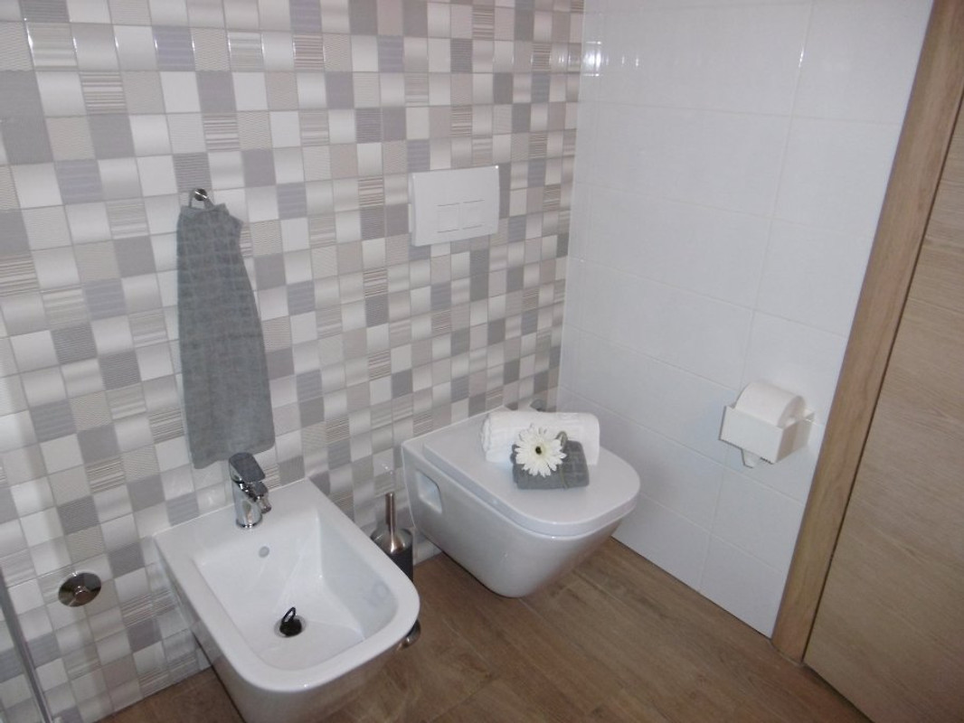 Villa luka appartement gray met zwembad vakantie appartement in funtana huren - Opnieuw zijn toilet ...