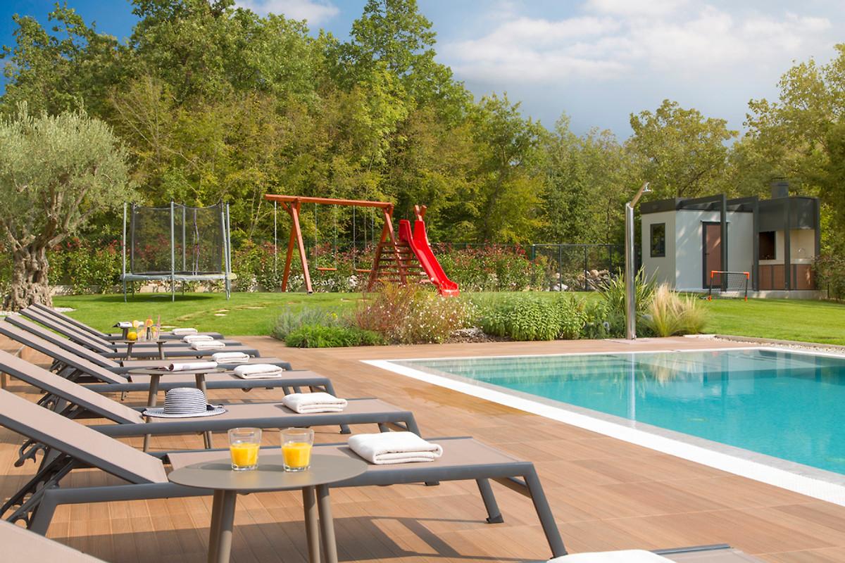 Villa gianno exclusivo 8 10 persone vakantiehuis in visnjan huren - Zwembad met kookeiland ...
