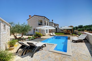Villa mit beheiztem Pool plus Mini-Spa mit Whirlpool